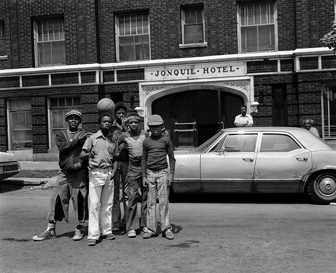 Teenagers in front of Jonquil Hotel