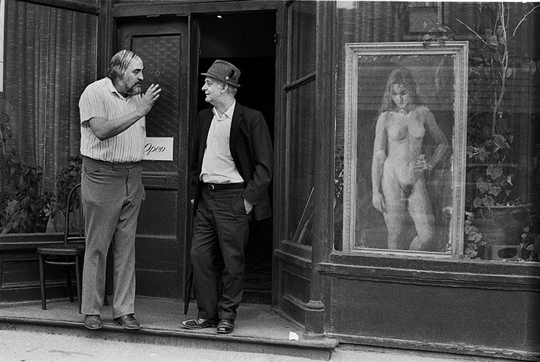 Art dealer and Nude 510-13a   35mm